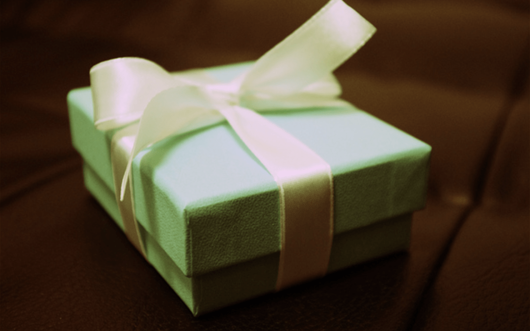 12 gifts we can give others on social media all year round